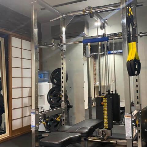 パーソナルジム西新宿店のトレーニング器具
