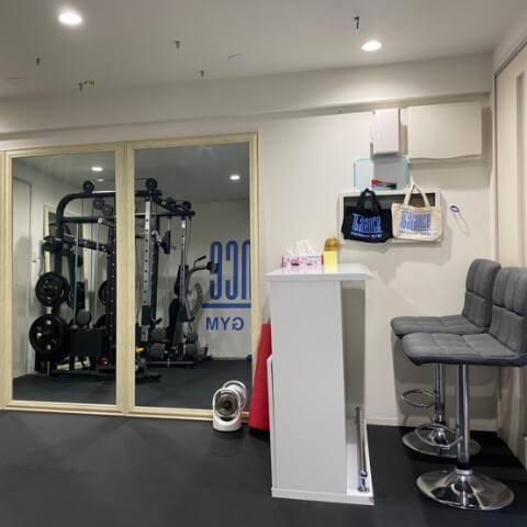 パーソナルトレーニングジム新宿三丁目店の全身鏡