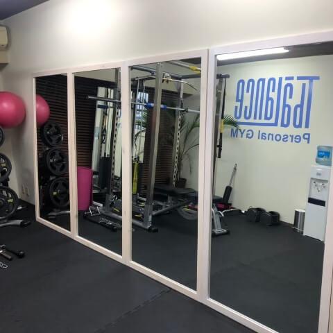 パーソナルトレーニングジムティーバランス池袋西口店の全身鏡