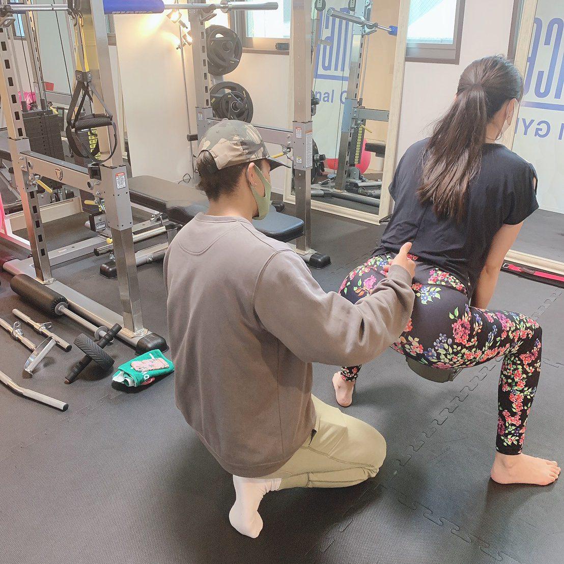 パーソナルジムティーバランス梅田店の女性のトレーニング風景