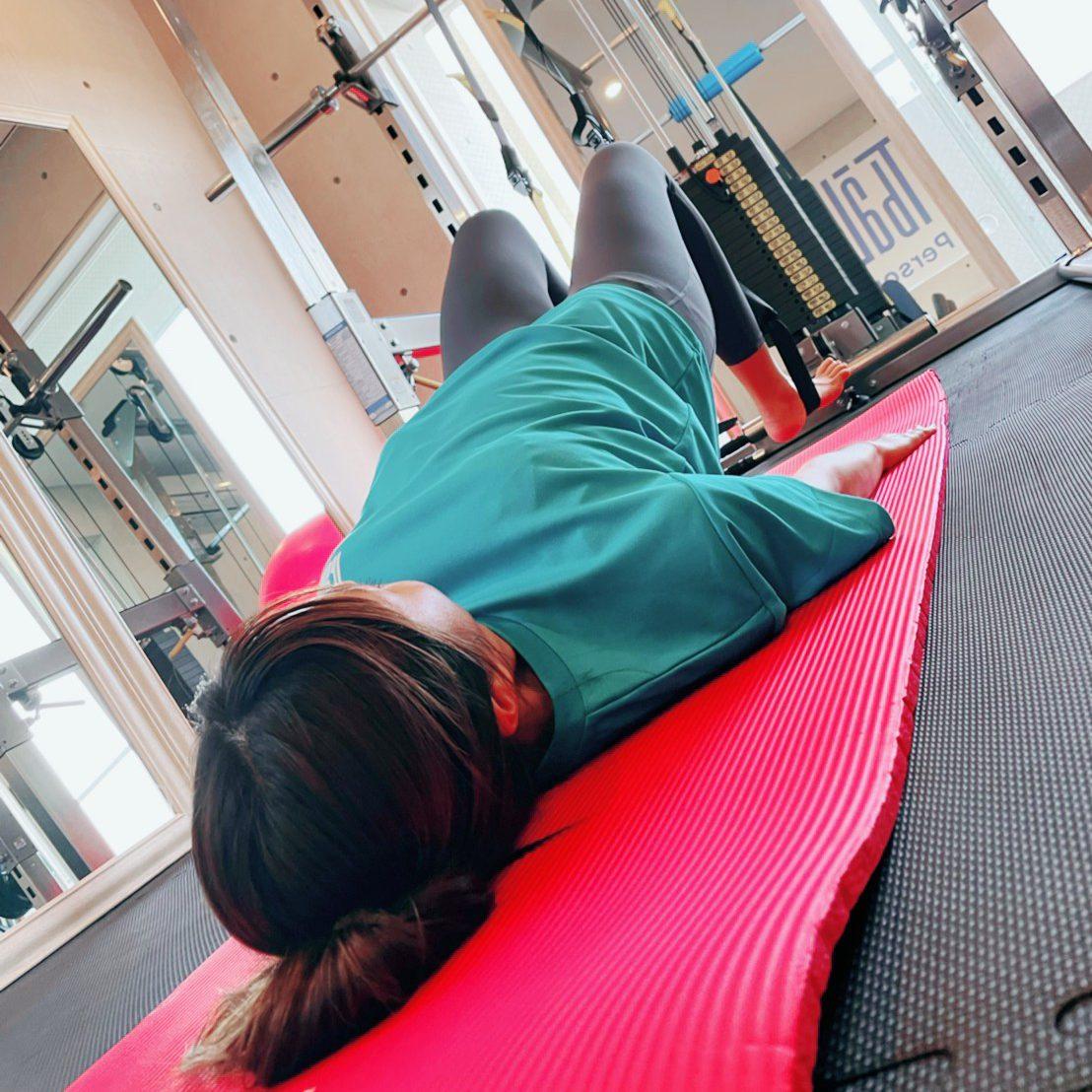 パーソナルジム天王寺店での女性の腹筋トレーニング