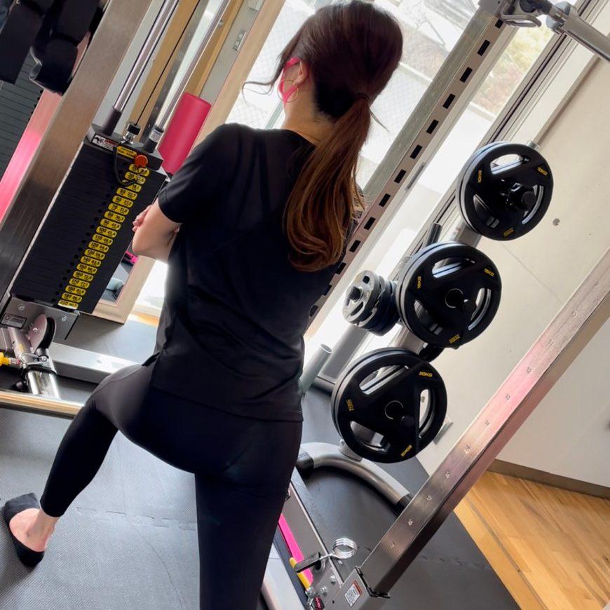 パーソナルジム天王寺店での女性のトレーニング風景